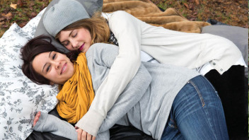 Woman Opens Professional Cuddling Shop, Struggles to Keep Up with Demand