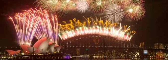 Enjoy Spectacular New Year's 2015 Fireworks From Around the World (4-Min Highlight Video)
