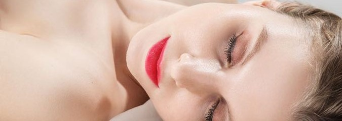 5 Surprising Ways Sleeping Naked Can Benefit You