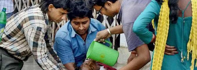 Inspirational Photos of People Helping People in the Wake of Nepal Earthquake