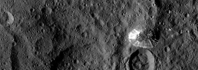 DAWN Captures Image of Pyramid Mountain on Ceres, Massive Earth-facing Coronal Hole | S0 News August 26 2015