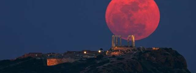 "Aries Super Blood Moon & Lunar Eclipse Is a ""Cosmic Humdinger"""
