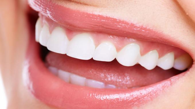 The Way to Safely Whiten Your Teeth with Hydrogen Peroxide